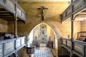 """""""Farben des Verfalls"""" in einer alten Kirche"""