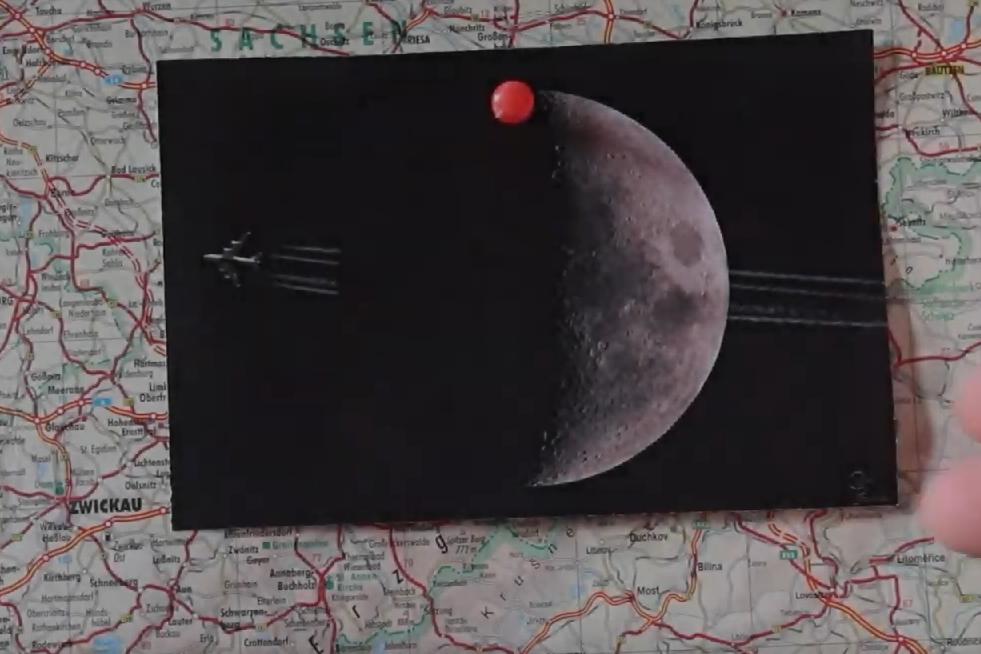 Hinterm Mond