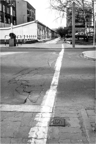 Der trennende Strich - Berlin KochstraßeJanuar 1989